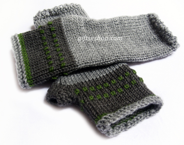 Knit fingerless gloves mittens in gray