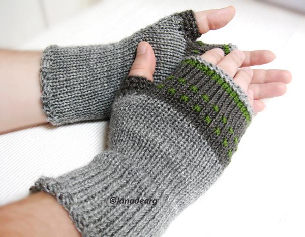Knit fingerless gloves mittens in gray